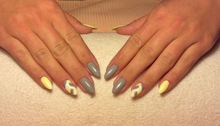 Gray & Yellow nails