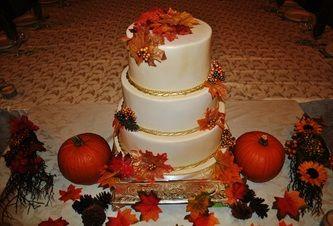 Fall Wedding Cake #fall #fallwedding #leaves #weddingcake #love #wedding #pumpkins #sweetsisterchicsister