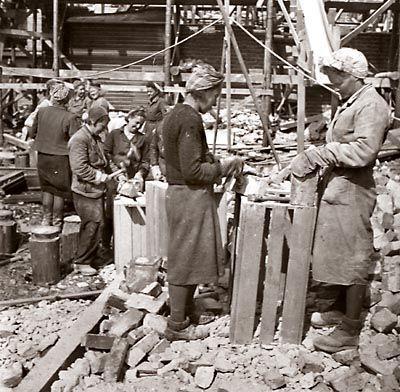 Naisten sota ja muutakin pula-ajasta