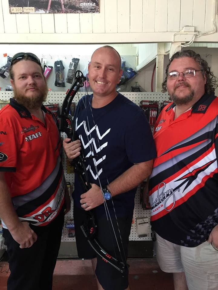 Matt and Josh Reeks and Darryl Reeks shooter Peter Stewart picking up his new Hoyt Podium X, by the look on his face he is one happy guy. We wish Peter all the best in 2015 and if you see him on the range please stop and say hello.