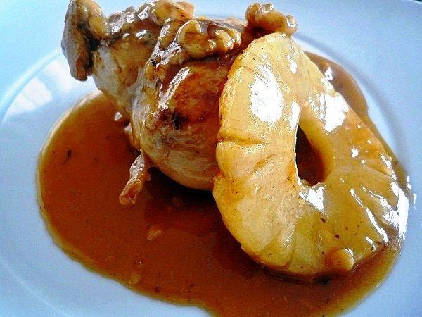 Pollo con salsa de piña y miel # Estuve pensando un rato largo como preparar unas pechugas de pollo que compré en una bandejita para que tuvieran un aspecto sofisticado. Al fin surgió la idea de este pollo con salsa de piña y ... »