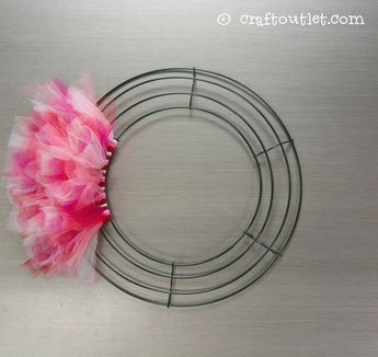 Valentine's Day Tulle Wreath | Craft Outlet / inspiration
