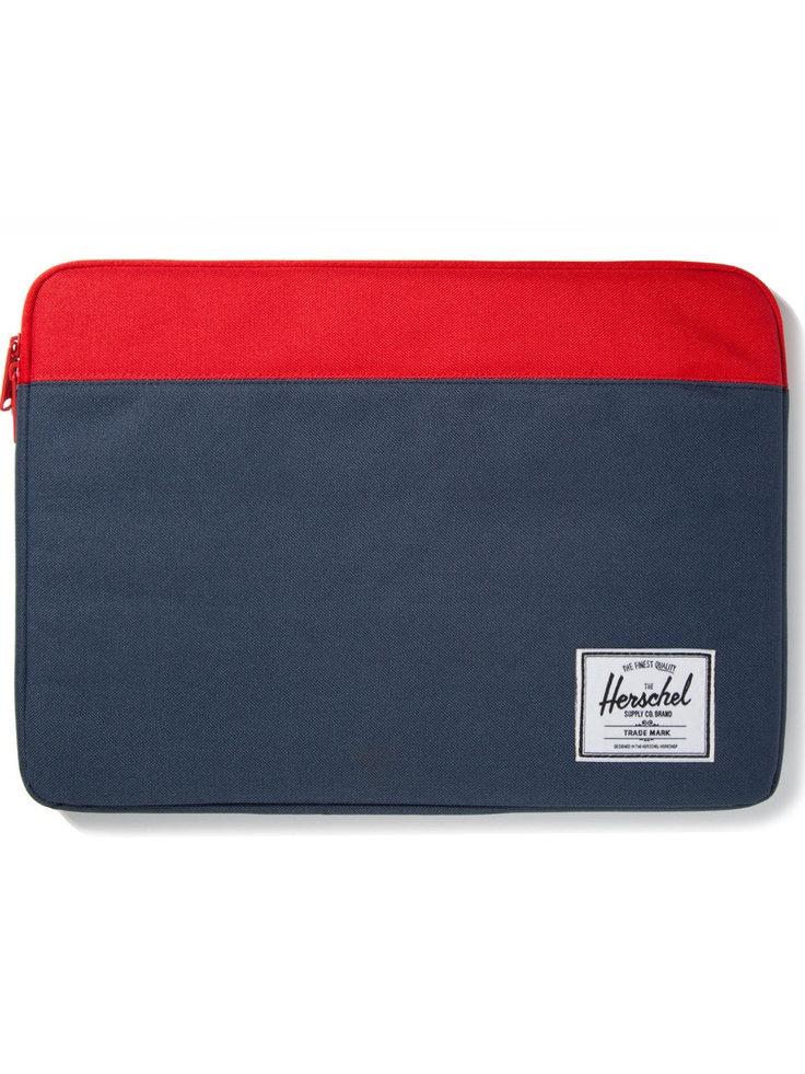 Herschel Laptop Sleeve.. so pretty. Want this, or a classic brown leather laptop sleeve :)
