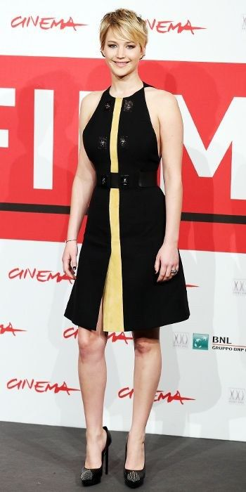 Jennifer Lawrence figura reloj de arena