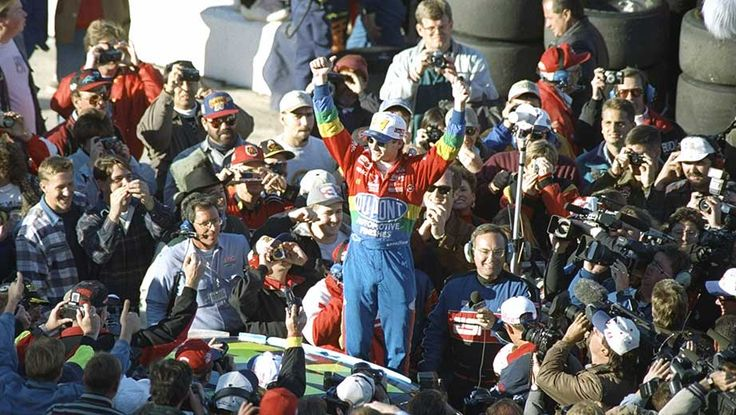 The big wins kept coming for Gordon, who opened 1995 by winning the Daytona 500 ... and capped it by winning his first premier series title at the age of 24.