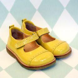 elle-belle.dk: Cutest Babygirl, Ellebelledk, Babygirl Shoes, Minnie Costumes, Børnetøj Fra, Kids Fashion, Beats She D, Yellow Shoes, Heart Beats