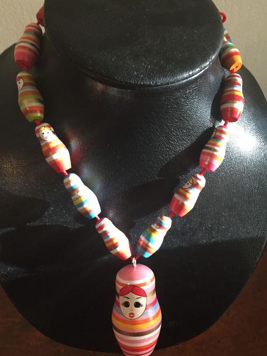 Collectie - veel decoratieve sieraden meer dan 120 stuks  Kettingen armbanden oorbellen broches horloges...41 ketting met kralen26 verschillende beha's laat16 oorbellen13 broches5 horloge15 haar clip4 voet armbandu vindt echte Edelsteen ketting van echte koraal Murano verzilverde en vergulde e-mail en veel mooie sieraden uit ander landMeeste juwelen zijn nieuwe rest in uitstekende staat (zie foto)wordt per aangetekend schrijven toegestuurd  EUR 31.00  Meer informatie