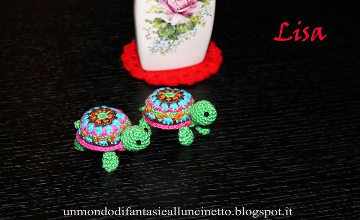"""Ciao amici di """"unmondodifantasiealluncinetto"""", oggi vi propongo una simpatica tartaruga dai colori vivaci, con tanto di codino e oc..."""
