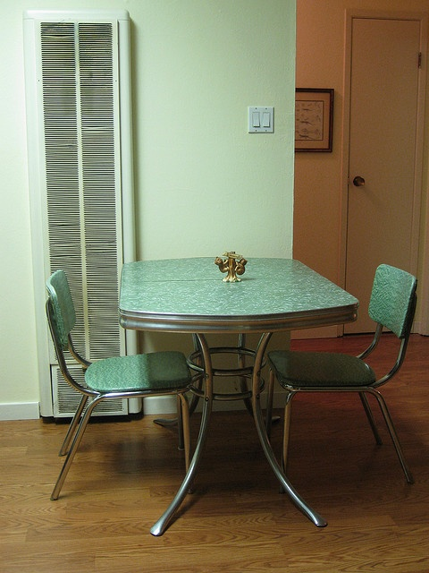 My husband loves these old chrome & formicca tables, and I loce the color of this one... a perfect marriage!