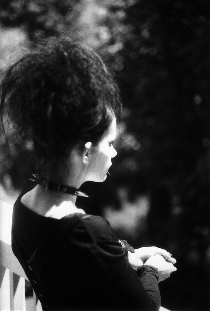 Gothic girl - Goth subculture - Wikipedia, the free encyclopedia