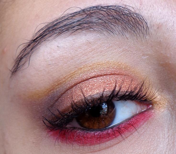 http://blogmaquilha-te.blogspot.pt/2013/05/30-days-makeup-challenge-day-27.html