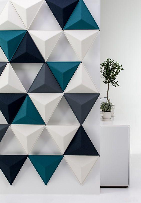 Conçu par Abstracta, Aircone est un système de panneaux acoustiques agissant comme une barrière d'absorption acoustique à la conception graphique simple et harmonieuse