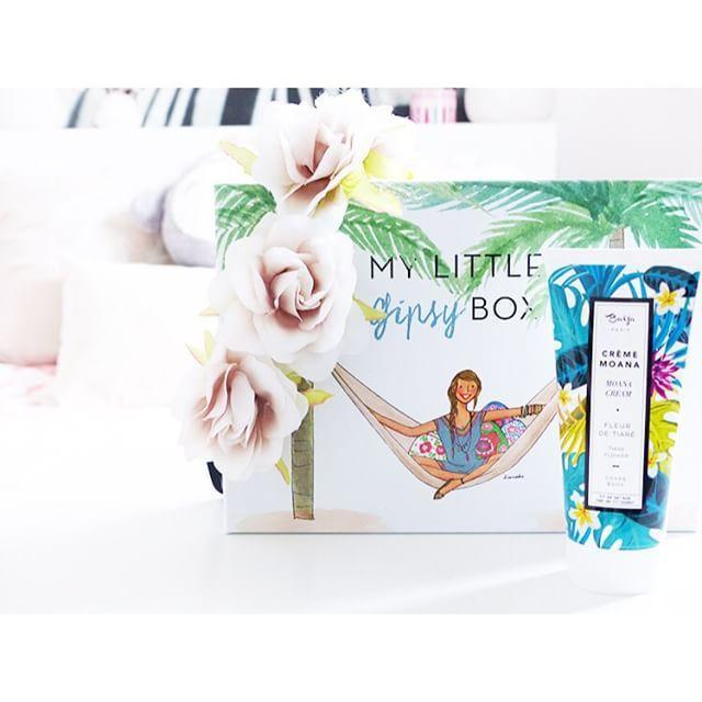 Rendez-vous sur le blog pour tenter de gagner #mylittlebox du mois d'août Merci à @my_little_box pour ce cadeau qu'ils vous font #concours #mylittlebeauty #box #baija #antikbatik #instalike #instagood #instadaily #igers #contest #cute #gift #girly #summer #sun #holiday vous avez jusqu'au 28 août