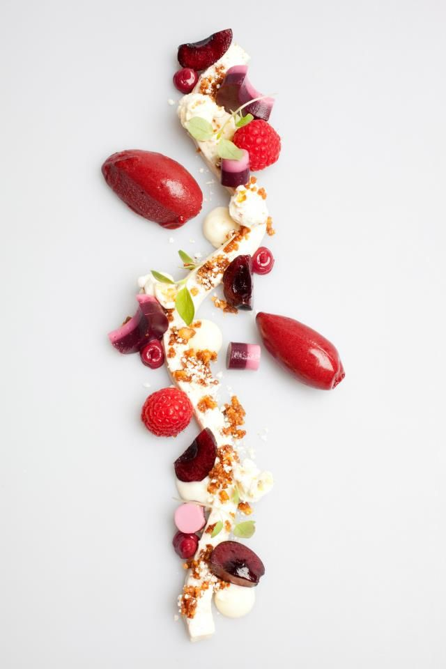 tarte eclatée, framboise prune, gelée de fruit
