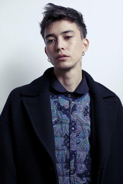 earrings/ pop pattern detail on neutrals/basics