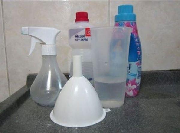O Spray Perfumado Multiuso é perfeito para deixar a sua casa e as suas roupas deliciosamente cheirosas. Ele é fácil de fazer e mais fácil ainda de usar. Ex