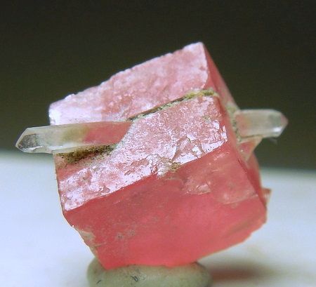 Rhodochrosite pierced by a double terminated Quartz crystal / Sweet Home Mine, Colorado