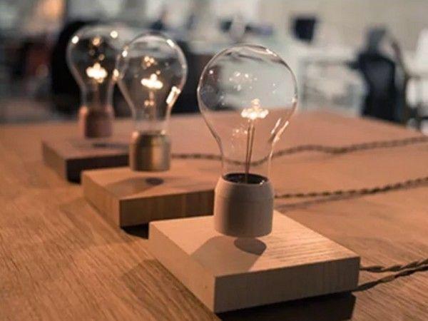 なんとも不思議でスマートな電球が登場した。といっても、スマートフォンなどで遠隔操作できるスマート電球とは一線を画している。宙に浮きながら光るという、一見マジックのような仕掛けが盛り込まれているものだ。 ・無線誘導コイルで