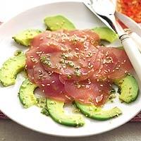 Recept - Avocado met tonijncarpaccio - Allerhande