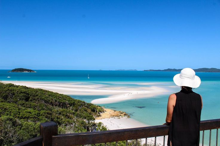 On the second day of our sail we visited Whitehaven Beach and I haven't closed my mouth since #jawdropper #whitehavenbeach #lovewhitsundays #paradise #bestbeach