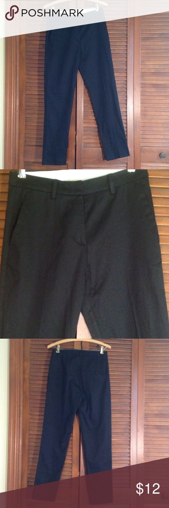 Skinny H&M Trouser Skinny trouser. Hook and latch waist with button. Single back pocket. H&M Pants Skinny