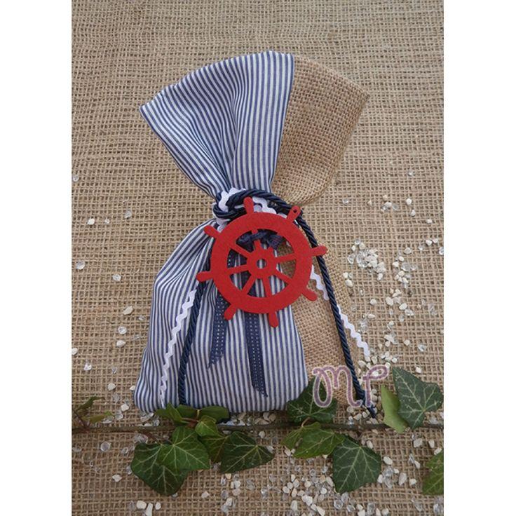 Μπομπονιέρες αγόρι. Μπομπονιέρες βάπτισης αγόρι πουγκί λινάτσα με ριγέ μπλε ύφασμα και ξύλινο τιμόνι