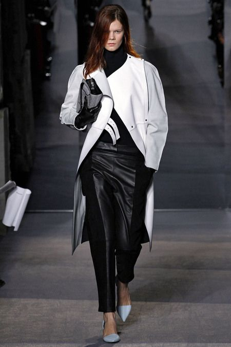 This Fall Winter Proenza Schouler showed a lot of edgy large and over sized pieces, black and white, with rounded shoulders.