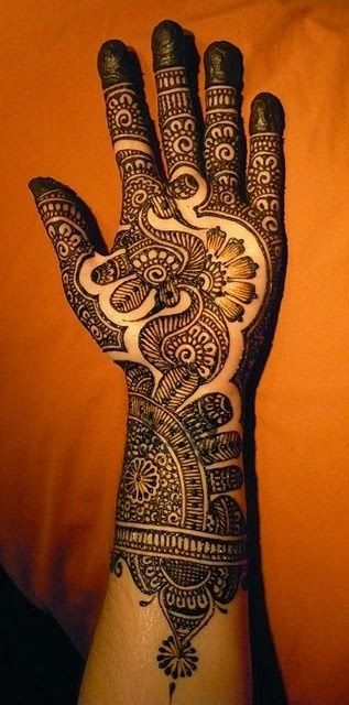A Mehndi design should be clear and striking  like this