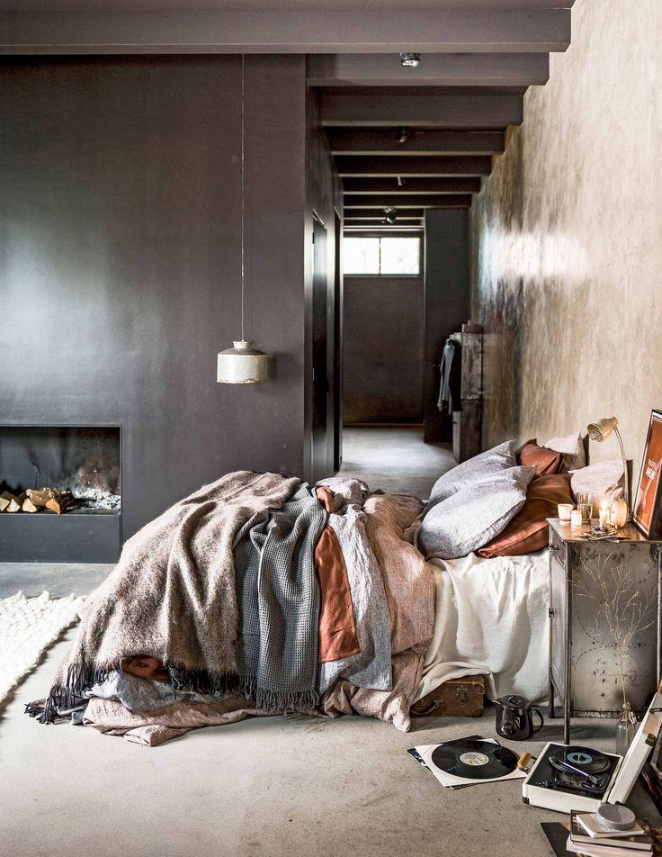 Zachte stoffen in de slaapkamer | Soft fabrics bedroom | vtwonen 02-2017 | Styling Danielle Verheul | Fotografie Sjoerd Eickmans