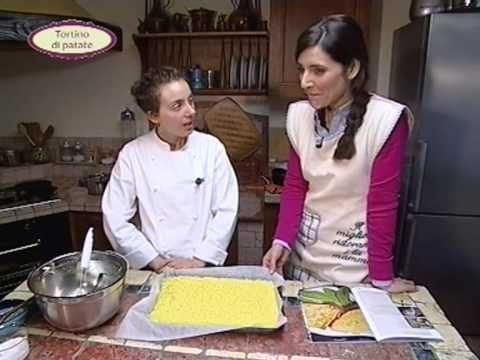 In cucina con Ester Mozzi: cannelloni al radicchio e tortino di patate - parte b - YouTube