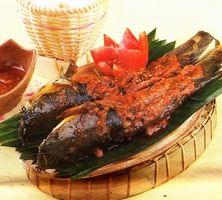 Pencok Lele adalah makanan khas Banyumas, mirip dengan pelecing ayam dari lombok, hanya saja bahan utama yang digunakan adalah ikan lele ( catfish ).
