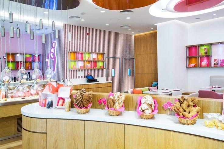 """The design style of """"Pâtisserie Des Rêves"""" seated in Abu Dhabi is enhanced by the mosaic decoration from Brillante collection. - Lo stile di design della """"Pâtisserie Des Rêves"""" di Abu Dhabi, viene esaltato dalla decorazione in mosaico della collezione Brillante."""