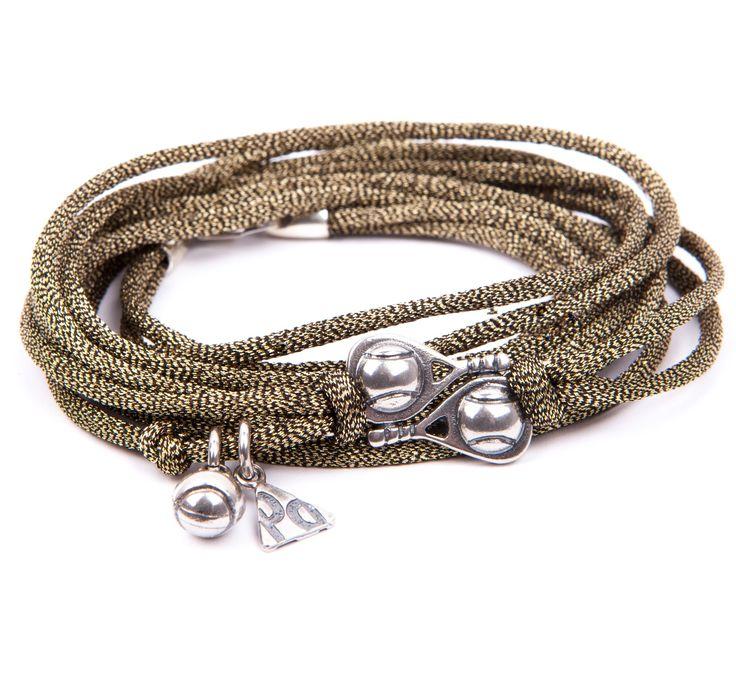 Pulsera Victoria. Pulsera de cordón de seda en color dorado con insignias de plata de ley envejecida. Hecha artesanalmente 100% en España.