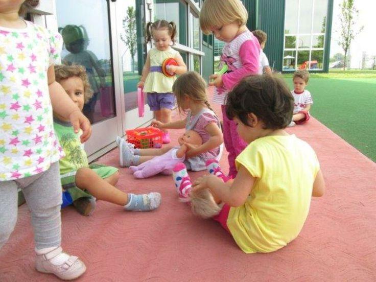 PIC NIC IN COMPAGNIA http://doremibaby.it/pic-nic-in-compagnia/?utm_campaign=coschedule&utm_source=pinterest&utm_medium=Doremi%20(ACTIVITIES)&utm_content=PIC%20NIC%20IN%20COMPAGNIA Al nido di Peschiera i bambini hanno invitato le bambole per un pic nic all'aperto.