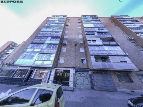 Ref:fray juan gil-13158. garsierra. estupendo piso de 3 dormitorios procedente de banco. construidos: 65 m. sal�n de 20 m. con terraza, cocina amueblada con tendedero, 3 dormitorios, ba�o completo. excelente ubicaci�n. al lado del bus y renfe. inmobiliaria con llaves. no cobramos comisi�n. totalmente reformado en a�o 2000. armarios. calefacci�n. gres cer�mica. terraza. puerta blindada.