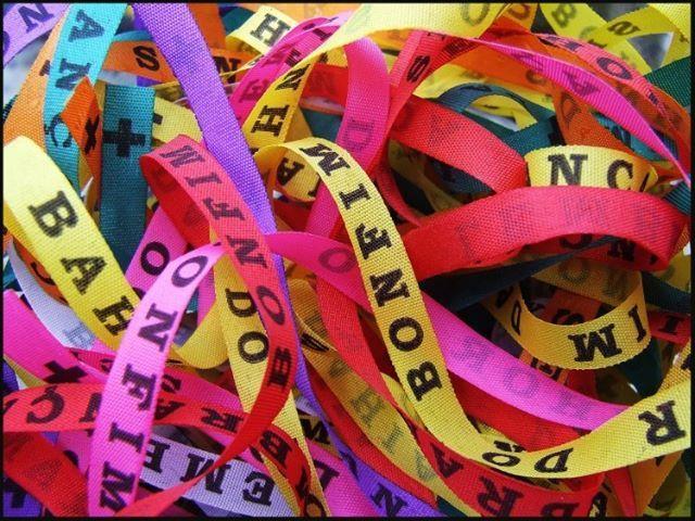 FITINHAS DO SENHOR DO BONFIM disponibles en naranja, amarillo, aqua, azul, blanco, negro, rojo, rosado, verde, morado, fucsia  Pulseras del Señor de Bonfim Q15 / $2.50 + envio hasta la puerta de tu casa  #buyBritton #Britton #Guatemala #adomicilio #worldwideshipping #jewelry #accesorios #bisuteria #acessorios #accesories #fashion #ArmParty #InternationalShipping #aparecida #ofrenda #Bonfim #Bahia #Brazilets #brasil #brazil #fita #fitinhas Fitinhas do Bonfim, Salvador da Bahia, Brazil