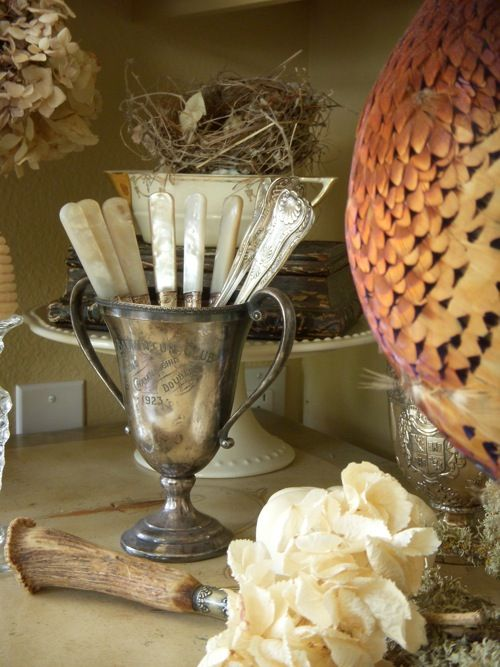 Beautiful trophy cup with pearl - handled knives..#vignette