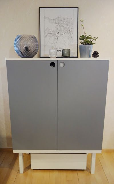 Tee-se-itse-naisen sisustusblogi: Two tone hand painted cabinet in gray and white.