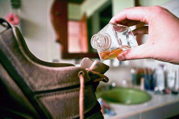 Как избавить свою обувь от запаха                Неприятно пахнущая обувь может стать причиной комплексов и личных трагедий. П...