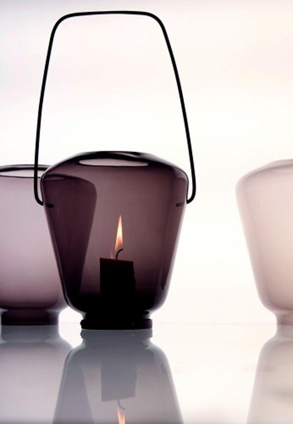 + Obsession + Lumière sur les luminaires 2017 ! | The Blog Déco décoration interior design light lighting bougies phosphore bordeaux pourpre vase verre lampion