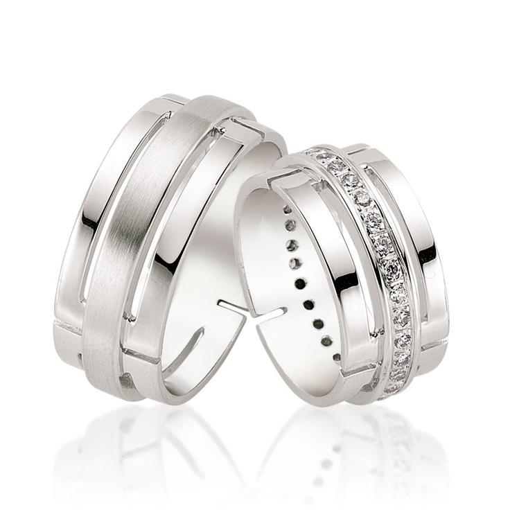 Verighetele Corso au un design futurist. Cu decupaje in aur alb si un rand de diamante sau cristale pe mijloc, modelul Corso este preferat de cuplurile tinere.  http://goo.gl/tULyr