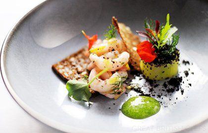 Gamberi con acetosa, cetrioli e pane di segale - Agnar Sverrisson