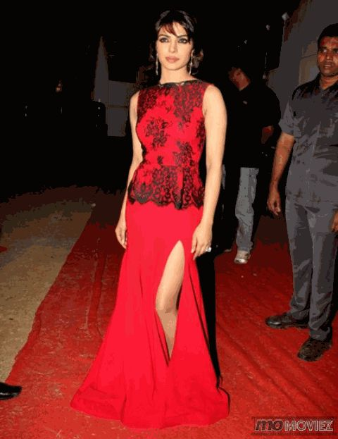 Priyanka Chopra is Bollywood's coolest fashion chameleon. For exclusive pictures, click http://momoviez.com