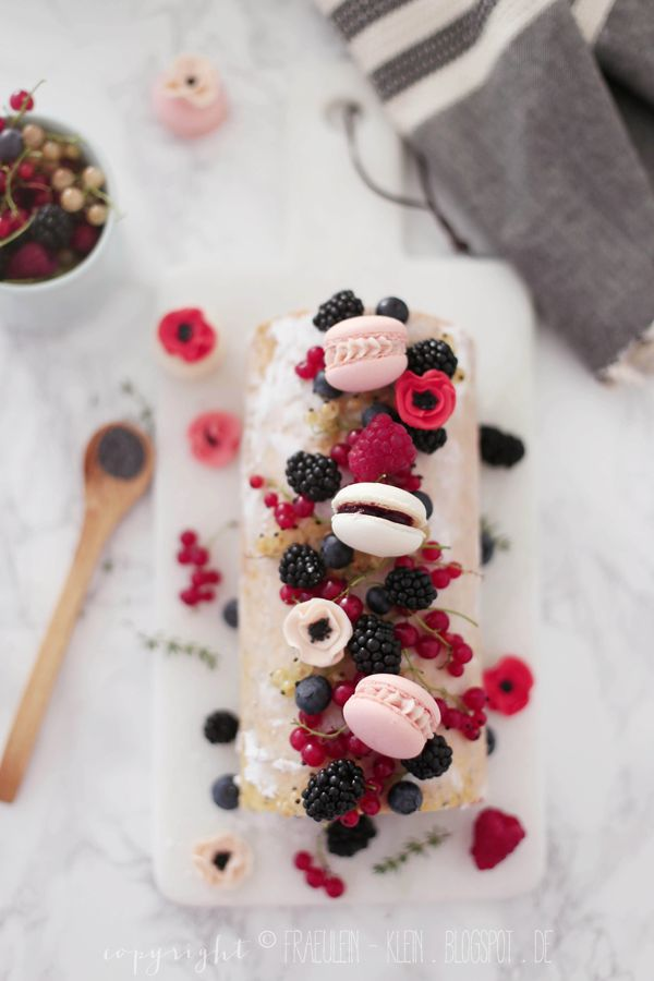 poppyseed roll with thyme and berries