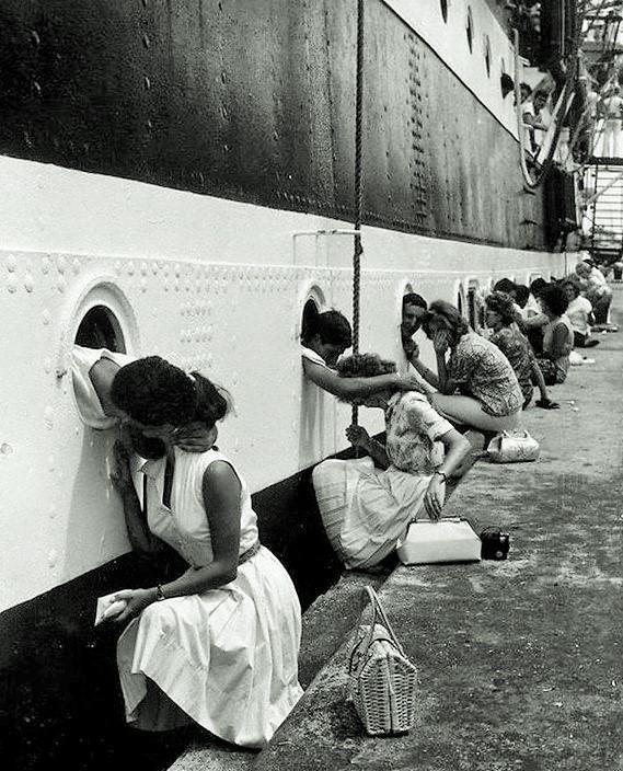 #Photo #Vintage 20 fotos de besos militares con sus parejas en la década de 1940 #Fotografía http://www.vintag.es/2015/05/these-20-romantic-vintage-photos-of.html…