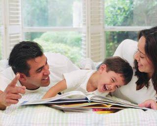 Mau homeschooling atau sekolah reguler, ayah dan bunda harus tetap ikut mendidik anak di rumah. Tapi bagaimana cara yang benar dan cerdas untuk