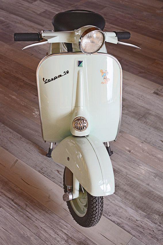 Eine wunderschöne Vespa 50