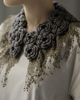 花モチーフのつけ衿 love this beautiful fashion couture way of making crochet roses into a peter pan collar must try it
