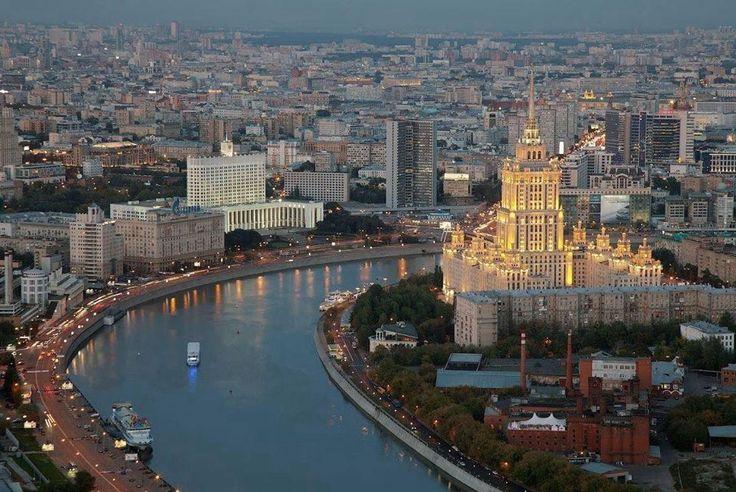 Вот такой вид открывается из башни Федерация в Москва-Сити, где расположены рабочие места и переговорные комнаты Офисов для Друзей