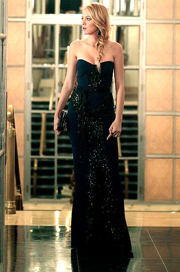 In Season 6 Serena van der Woodsen (Blake Lively) went to the dark side donning a Monique Lhuillier dress.